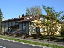 Cazare Vatra Moldoviței, Pensiunea Ecvestru Park