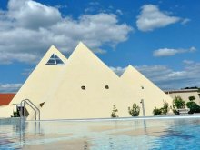 Apartament Csány, Parcul de agrement Piramis