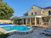 Pensiune județul Arad, Pensiunea XO Residence