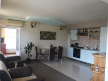Cazare Curteni, Apartament Central Cris