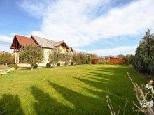 Vilă Satu Nou (Ocland), Orchard Villa