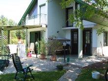 Casă de vacanță Tiszaroff, Casa de oaspeți Ákos