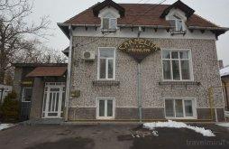 Apartman Șerbănești (Ștefănești), Carmelita Panzió