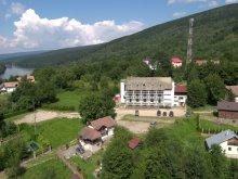 Cazare Plopu, Hotel Claris Crivaia