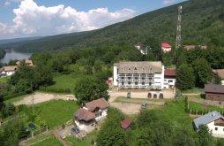 Kulcsosház Parța, Claris Crivaia Kulcsosház