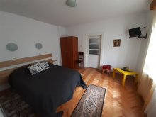 Accommodation Priseaca, Mara Guesthouse