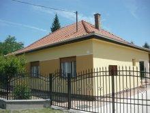 Villa Miháld, Nyaraló a Balatonnál  strandközelben 5-6-7 főre (FO-120)