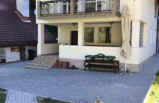 Popasul Munților Vendégház Riuszád