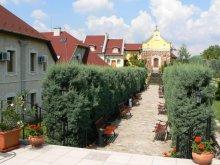 Pachet Maklár, Hotel Szent István