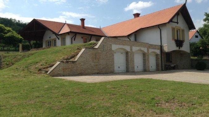 Puttonyos Guesthouse Szekszárd