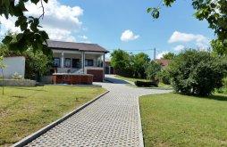 Casă de vacanță Garvăn, Casa de vacanță La Cotul Dunării