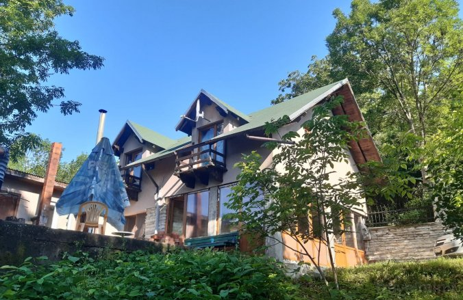 La 3 Nuci Vendégház Adunați