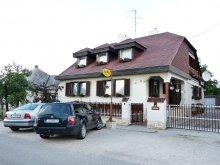 Accommodation Győrújbarát, Família Guesthouse