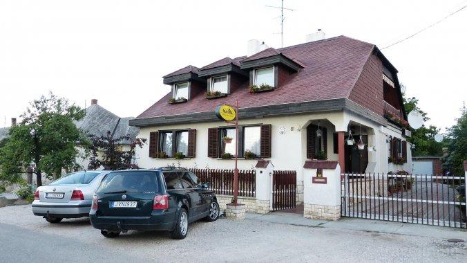 Família Guesthouse Pannonhalma