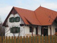 Cabană Topești, Tichet de vacanță, Casa de oaspeți Pávatollas