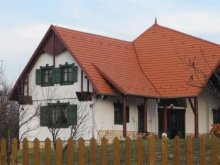 Kulcsosház Căpușu Mare, Pávatollas Panzió