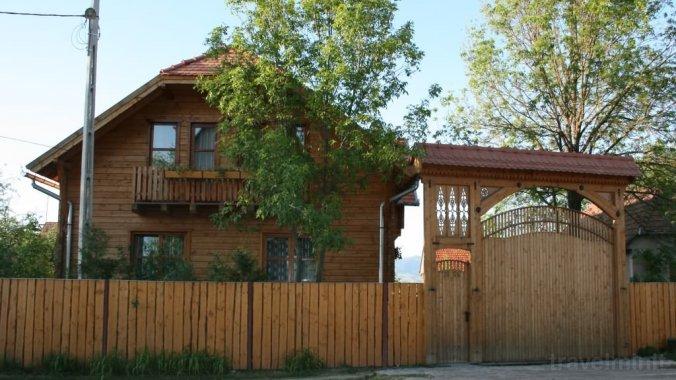Borostyán Guesthouse Ciumani