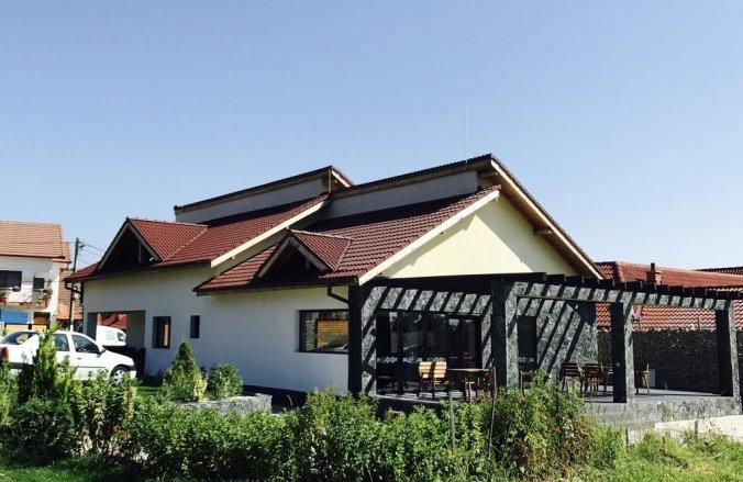 Casa de Sub Piatra Guesthouse Baia de Fier