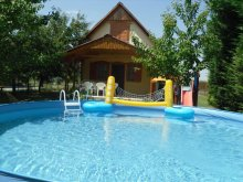 Casă de vacanță Tiszasas, Casa de vacanță Éva