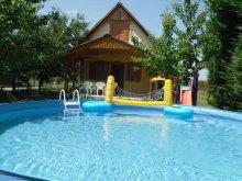 Casă de vacanță Tiszaug, Casa de vacanță Éva