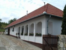 Cazare Pârtia de schi Tokaj, Cabana Vadászház