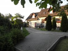 Cazare Mályinka, Apartament Fenyves