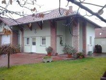 Cazare Csabaszabadi, Casa de oaspeți Katica