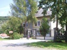 Casă de oaspeți Rudolftelep, Casa de oaspeți Szakál