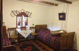 Kulcsosház Șerbănești (Păușești), Casa Tradițională Kulcsosház