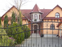 Cazare Pârtia de schi Szilvásvárad, Pensiunea Hegyi