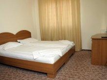Accommodation Căpâlna, Flamingo Guesthouse