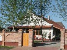 Pachet Maklár, Casa de oaspeți Tornácos