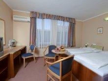 Hotel Tiszaszőlős, Hotel Unicornis