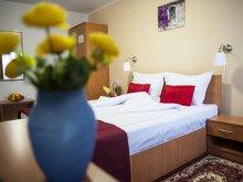 Accommodation Broșteni (Produlești), Hotel La Casa
