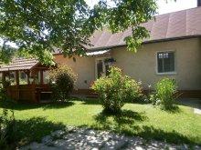 Apartament Sajónémeti, Casa de oaspeți Csikász