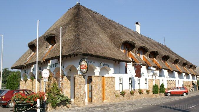 Öreg Halász Hotel és Étterem Tát