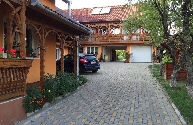 Fenyő Guesthouse Corund