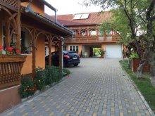 Pachet de familie Nicolești (Ulieș), Pensiunea Fenyő
