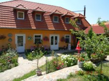 Apartament Lacul Sfânta Ana, Pensiunea Todor