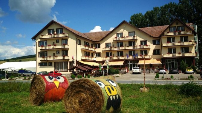 Dumbrava Hotel Kőhalom