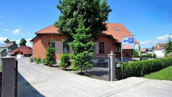 Castel Guesthouse & Restaurant Lăzarea