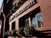 Hotel Oțeni, Hotel și Restaurant Gondűző