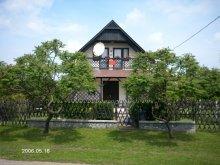 Casă de vacanță Tiszaörs, Casa Napraforgó