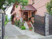 Pachet Toculești, Pensiunea și Restaurantul Renata