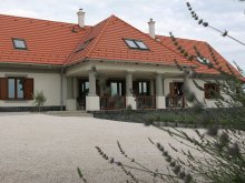 Vilă Vöröstó, Casa de oaspeți Villa Tolnay