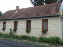 Apartman Szólád, SZO-01: Rusztikus stílusban berendezett falusi ház 4-5 fő részére