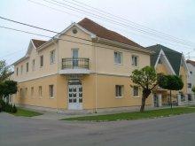 Accommodation 47.446033, 21.400371, Hotel Nóra