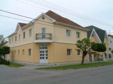 Hotel Püspökladány, Hotel Nóra
