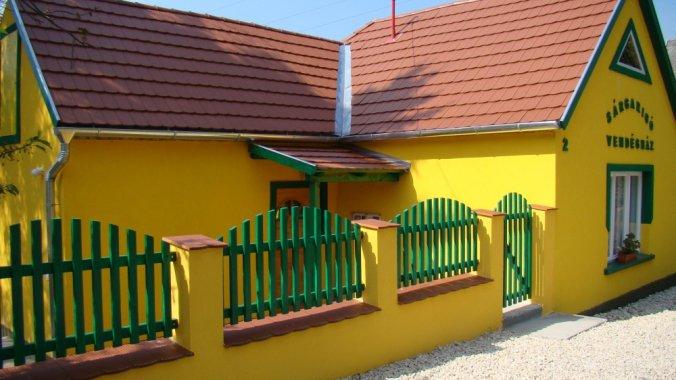 Sárgarigó Vendégház Bakonybél
