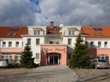 Pachet Mánd, Platán Hotel